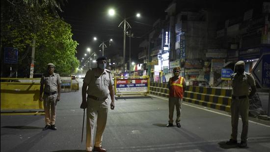 Gurugram, India - April 13: Police deployed at Sector 15 road during night curfew imposed to check the spread of coronavirus disease, near Jharsa Chowk, in Gurugram, India, on Tuesday, 13 April 2021. (Photo by Parveen Kumar/Hindustan Times) **To go with Leena Dhankar's story**
