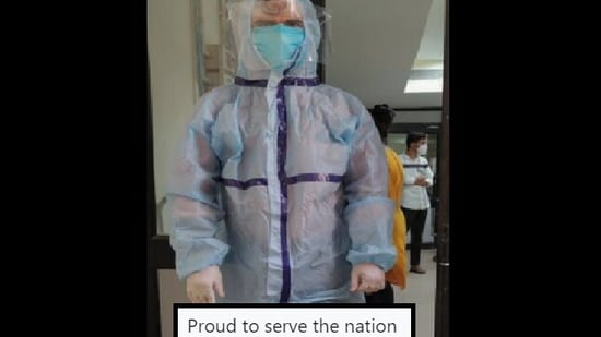 The image shows Dr Sohil wearing the PPE kit.(Twitter/@DrSohil)