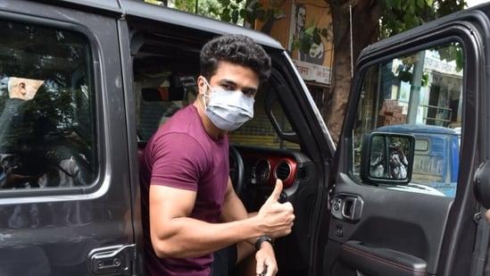 Saqeeb Saleem seen stepping out of his car in Andheri on Sunday.(Varinder Chawla)