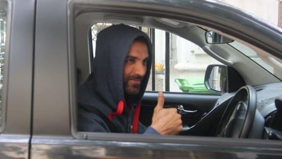 John Abraham flashes a thumbs-up sign when spotted by the paparazzi in Bandra, Mumbai.(Varinder Chawla)