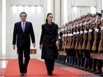 New Zealand prime minister Jacinda Ardern (R) and China's premier Li Keqiang attend a welcome ceremony at the Great Hall of the People in Beijing, China, on April 1, 2019. (Jason Lee / REUTERS)