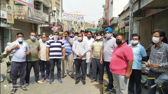 Punjab traders protest against closure of shops due to Covid-19   Hindustan Times