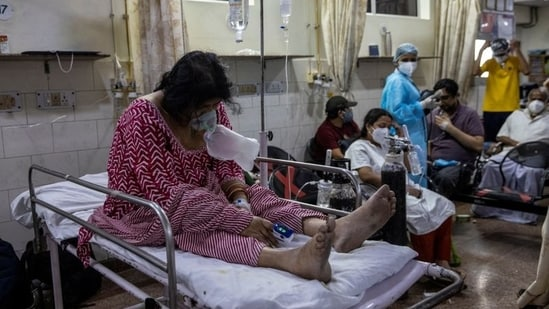 A patient suffering from the coronavirus disease (Covid-19) receives treatment inside a casualty ward at a hospital in New Delhi. (Danish Siddiqui / REUTERS)