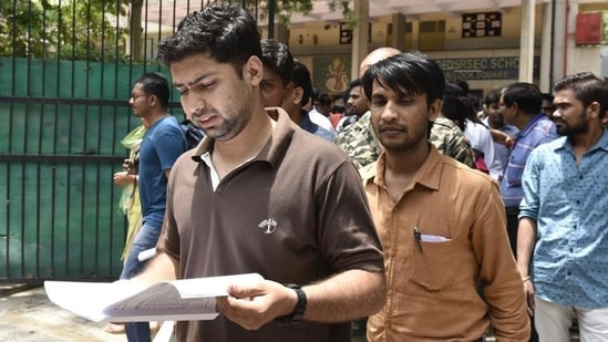In a notification issued on its website HPSC informed on Monday, that the commission has decided to defer all the examinations scheduled for May 21, May 22 and May 30.(Arvind Yadav/HT File)