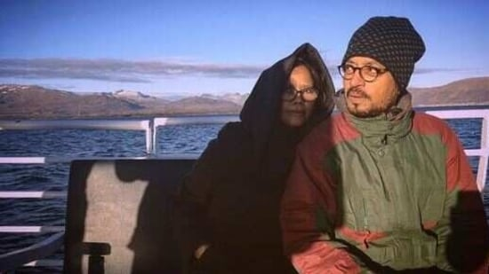 Irrfan Khan and wife Sutapa pose for a throwback pic.(Instagram)