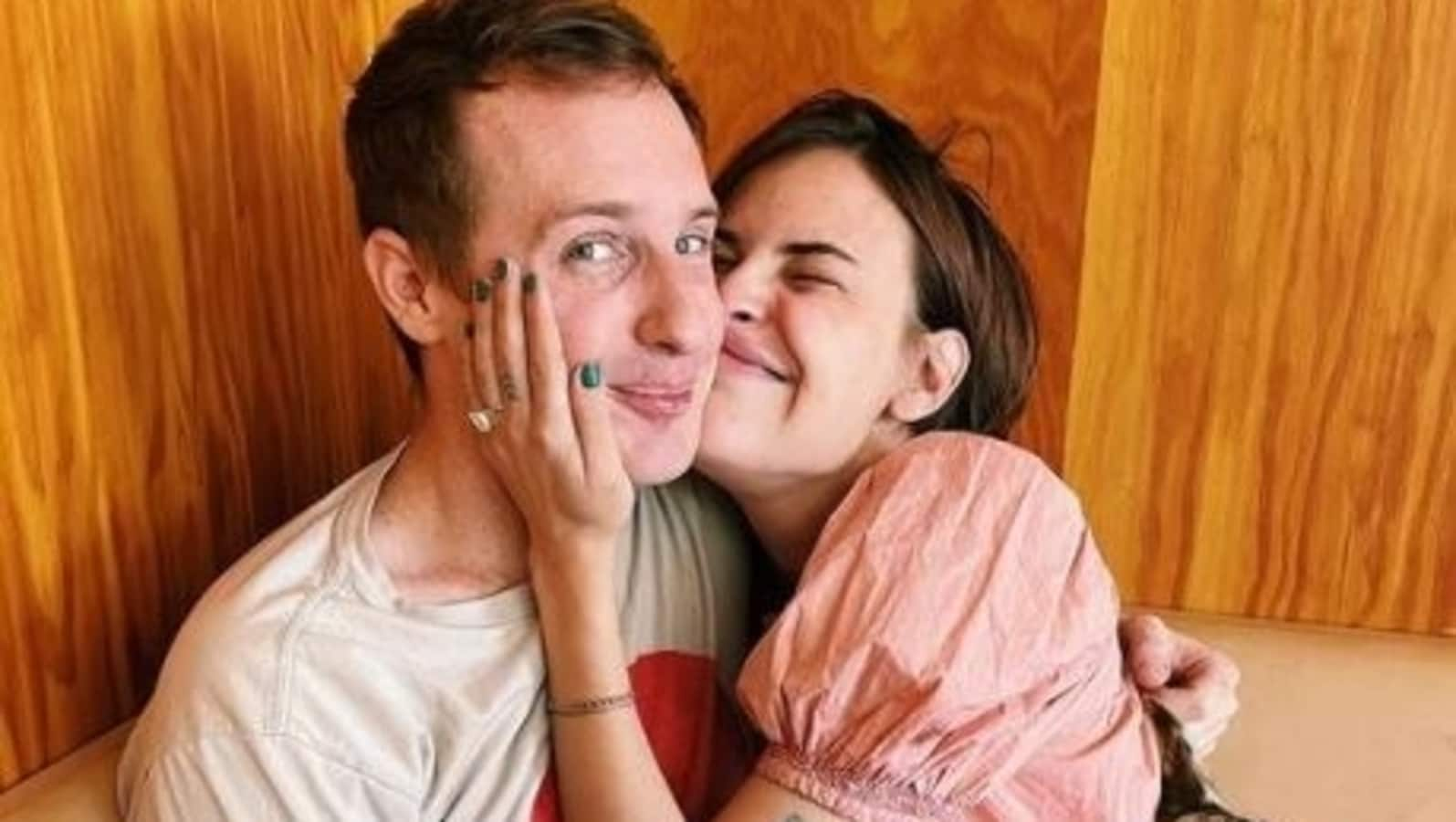 Tallulah Willis, daughter of Bruce Willis and Demi Moore, announces engagement