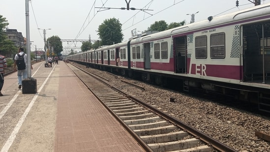 West Bengal: Local trains to be suspended from Thursday (File Photo)