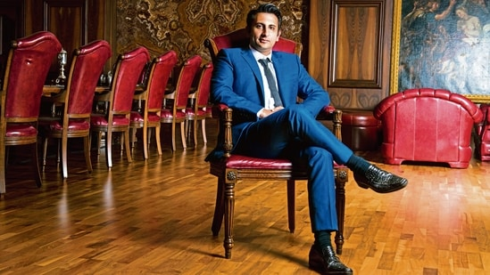 The petition seeks court-monitored security for Adar Poonawalla as state chief ministers are apparently pressuring him for vaccines.(Mint)