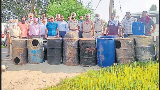 As many as 140 lives were lost in state's worst-ever hooch tragedy in Tarn Taran, Gurdaspur and Amritsar districts in July and August 2020. (ht file)