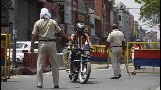 The Andhra Pradesh government has begun strictly implementing partial lockdown in the state – from 12 noon to 6 am every day, in the wake of growing number of Coronavirus cases in the state. (HT PHOTO.)
