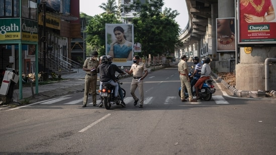 Kerala recorded 42,464 new infections on Thursday, the highest since the outbreak hit the state last year. In picture - Police and commuters during a weekend lockdown in Kerala. (AP File Photo )