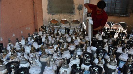 Thane Civil Hospital stocks oxygen cylinders in Thane, Mumbai on May 4. (HT PHOTO)