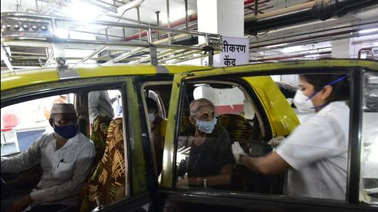 Drive-in vaccination at Mumbai's multi-level parking in Dadar. (HT file photo)