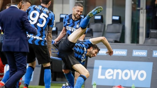 Inter Milan players celebrate at the end of a Serie A soccer match between Inter Milan and Sampdoria.(AP)
