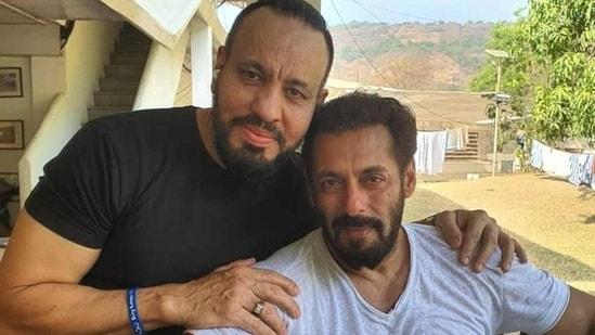 Shera poses with Salman Khan.
