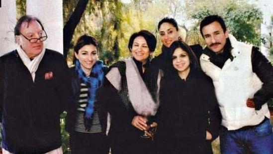 Saif Ali Khan, Kareena Kapoor, and Soha Ali Khan pose with other members of the Pataudi family.