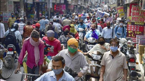 Showing scant regard for social distancing norms, residents thronged Chaura Bazaar in Ludhiana on Monday. (Harsimar Pal Singh/HT)