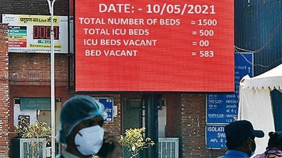 Bed occupancy displayed at Lok Nayak, on Monday.(HT Photo)