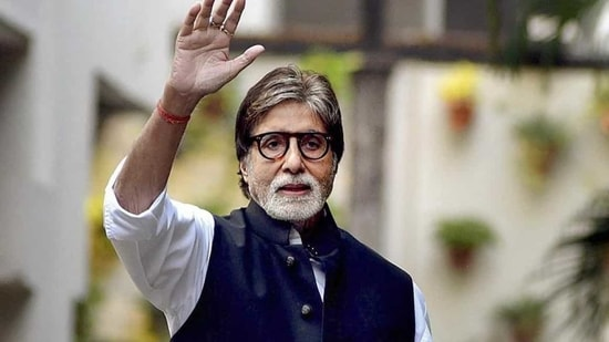 Amitabh Bachchan shuts down 'everyday abuse', lists down all his charitable  efforts, says it's 'embarrassing' | Hindustan Times