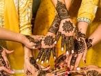 Mehndi designs for Eid-ul-Fitr 2021: Latest trendy henna art, DIY Arabic pattern(Photo by Vitaliy Lyubezhanin on Unsplash)