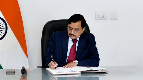 Sushil Chandra takes charge as the 24th Chief Election Commissioner (CEC) of India, in New Delhi.(ANI)