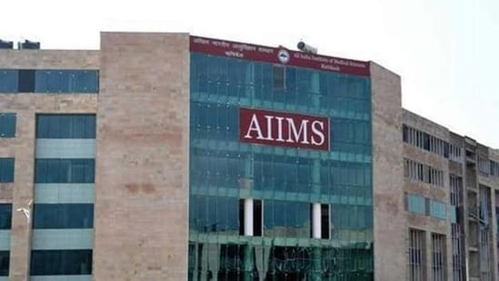 AIIMS Rishikesh Recruitment 2021: Interested and eligible candidates can attend the walk-in interview from May 10 to 31 between 11am to 2pm in the Office of Dean Academics, at AIIMS Rishikesh.(HT Photo)