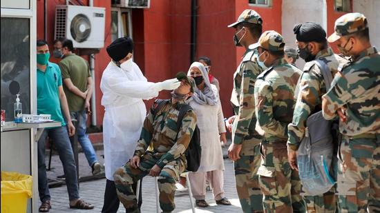 Jammu: A health worker takes samples from Army soldiers for COVID-19 tests, at a hospital in Jammu, Saturday, April 10, 2021. (PTI Photo) (PTI04_10_2021_000058B) (PTI)