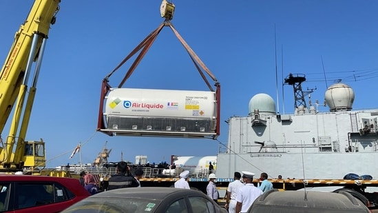 Shipment of 40 ton of oxygen from France reaches India(Twitter)