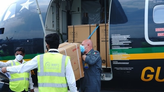 India received 30 oxygen concentrators and two ventilators from Italy.(Twitter)
