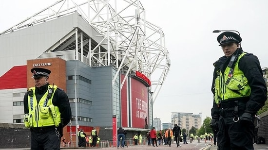Manchester United fans protest again outside Old Trafford