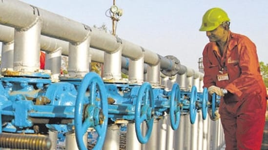 ONGC removes marketing margin but refuses to lower gas price