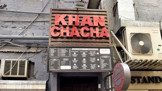Delhi police on May 7 (Friday) raided two restaurants in the city's Khan Market area -- Khan Chacha and Town Hall restaurants -- from where 105 oxygen concentrator devices were recovered.(HT Photo )