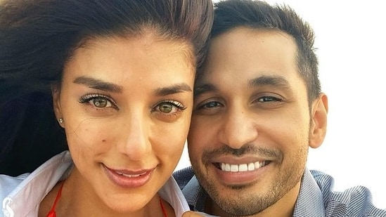 Arjun Kanungo reveals how he would react if he was stuck in an elevator with his fiancée and ex