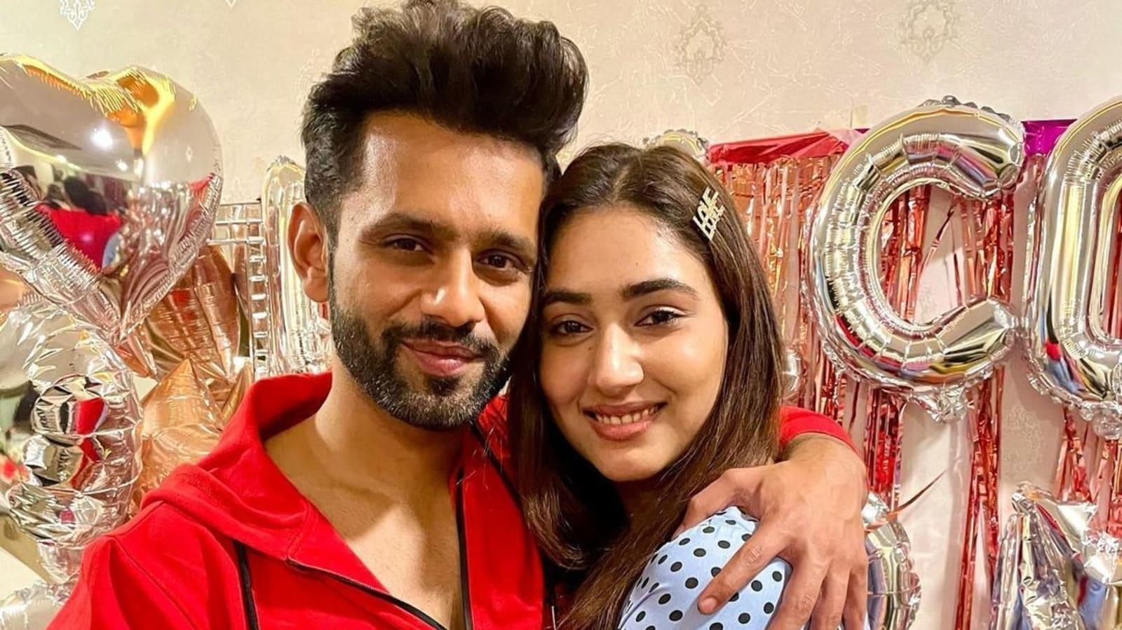Rahul Vaidya gives a peek into late-night video call with girlfriend Disha Parmar - Hindustan Times
