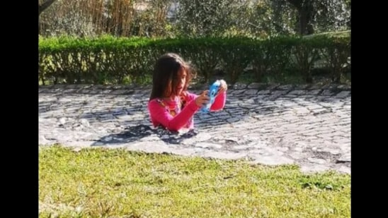 The image shows the girl in the park that has left netizens wondering where the rest of the girl's body is.(Reddit/MK24ever)