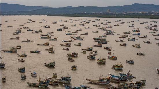 Fishing boats anchored near Uttan Village ahead of the warning of the cyclone Tauktae at Uttan in Mumbai. (Pratik Chorge/HT photo)