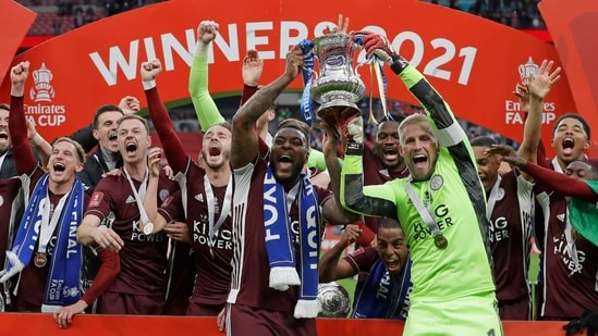 Leicester's goalkeeper Kasper Schmeichel, right, and Wes Morgan hold the trophy aloft at the end of the FA Cup final.(AP)