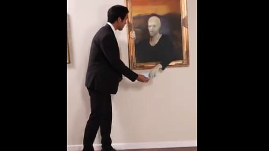 The image shows Zach King giving a mask to the paintings in a museum.(Twitter/@zachking)