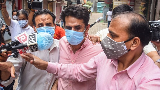 Navneet Kalra, a Delhi-based businessman and owner of the popular Khan Chacha, was arrested for illegal hoarding of oxygen concentrators(PTI file photo)