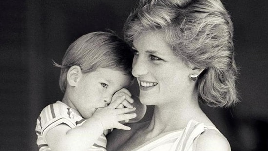 Britain's Princess Diana holds Prince Harry during a morning picture session at Marivent Palace, where the Prince and Princess of Wales are holidaying as guests of King Juan Carlos and Queen Sofia, in Mallorca, Spain August 9, 1988.(Reuters File Photo)