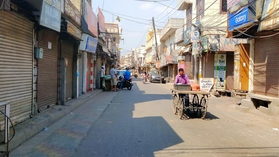 The sharply higher daily infections in second wave of Covid-19 will have a prolonged negative impact on consumer sentiment. In picture - Covid-19 lockdown in Amritsar, Punjab.(HT Photo )
