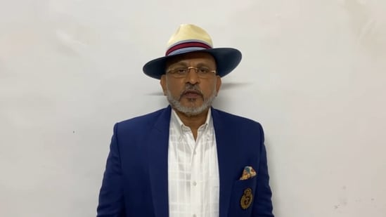Annu Kapoor said that celebrities should be sensitive enough to not flaunt their vacations amid the Covid-19 pandemic.