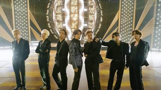 BTS members perform Butter at Billboard Music Awards 2021.
