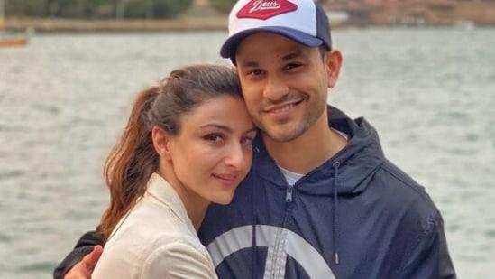 Kunal Kemmu is married to Soha Ali Khan.