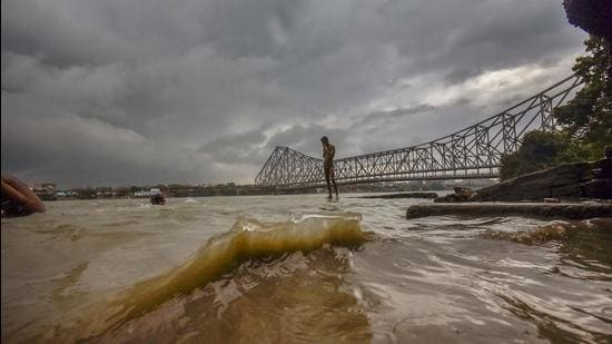 Storm-like weather conditions near Howrah bridge due to Cyclone Yaas in the Bay of Bengal, in Howrah on Monday, May 24. (PTI)