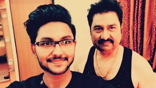 Jaan Kumar Sanu poses with his father, Kumar Sanu.