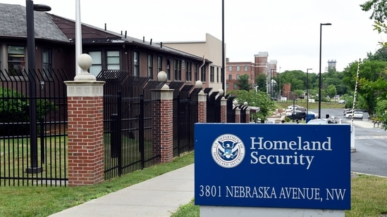 The federal agency that grants citizenship, green cards and temporary visas, wants to improve service without a detailed plan to pay for it.(AP)