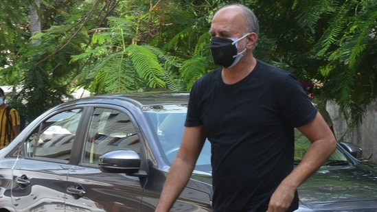 Former journalist Tarun Tejpal (R) arrives for the verdict hearing of the sexual assault case in which he is accused of raping a female journalist in the lift of a five-star hotel in Goa in November 2013, at the district court of Mapusa in Goa on May 21, 2021. (AFP)