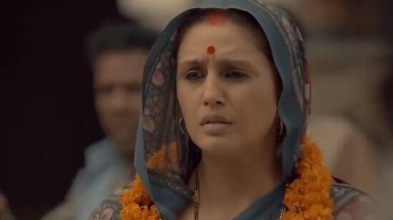 Huma Qureshi in a still from Maharani.(Twitter)