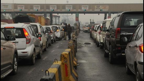 The National Highways Authority of India on Wednesday said it has issued guidelines to ensure service time of not more than 10 seconds per vehicle at the toll plazas along national highways. (HT ARCHIVES.)
